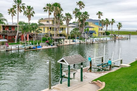 Remodeled Waterfront in Rockport - Hus