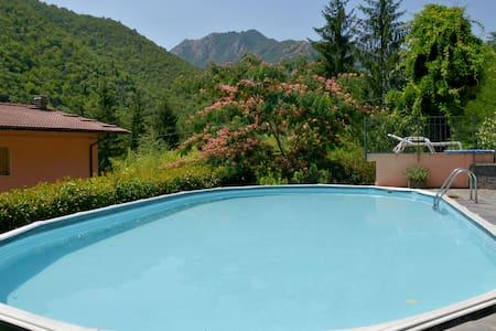 ... relax tra amici fino a 13 persone in  Toscana - Popiglio - Villa