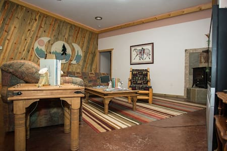 """4Seasons Suite"" in Homestead Lodge - La Pine"