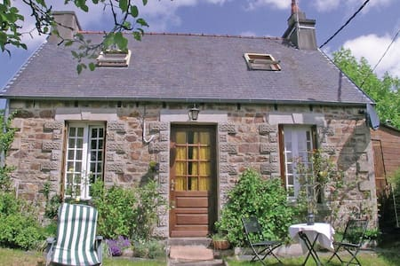 1 Bedroom Home in Callac - Huis