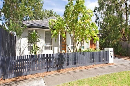 Seaford: Great value & near Beach! - House