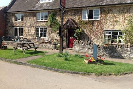 The Star Inn, 300 yrs old rural pub - Bed & Breakfast
