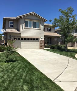 Cozy Court 20 mins from Downtown Sacramento - Elk Grove - Hus