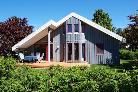 Sonniges Ferienhaus am See in Mirow - Haus