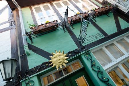 """""""Romantisches Haus"""" direkt im Schnoor - Hus"""