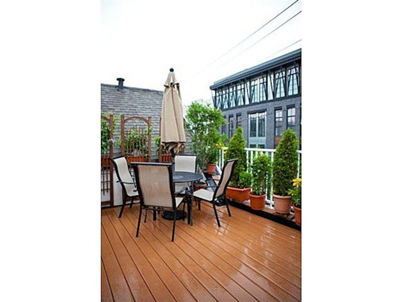 Large Tree-lined Private Terrace