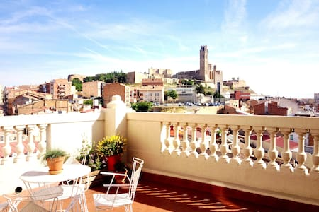 Penthouse in a historical building - Lleida - Apartment