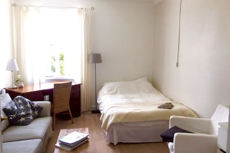 Quiet, Clean, Modern Sunny Big Room - Frederiksberg - Apartment