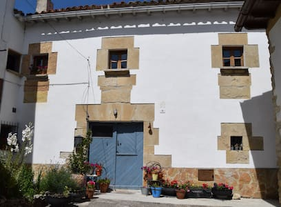 Casa con jardín en Valle de Yerri - Dom