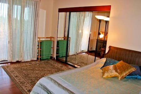 Room type: Private room Bed type: Real Bed Property type: House Accommodates: 2 Bedrooms: 1