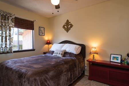 Comfortable and quiet North Austin room - Austin - House