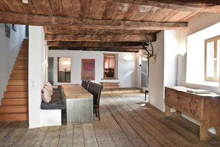 Beautiful historic chalet in Zuoz (near St.Moritz) - Zuoz - Casa