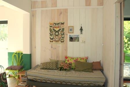 cottage 1 between Ocean +vineyards - Hus