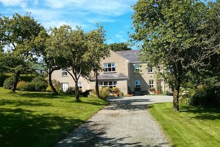 Double room in cosy Farmhouse B&B - Inishowen