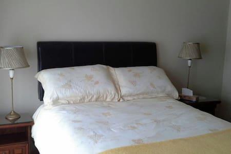 Double room en suite with breakfast - Ballincar  - House