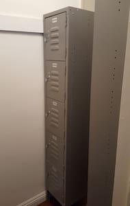 Top bunk-Male 4 person room