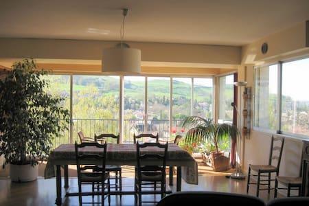 Appartement calme, vue panoramique, 100m2 - Apartmen