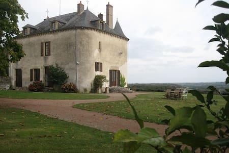 Chambre d'hôte dans un château (Na) - Champallement - Bed & Breakfast