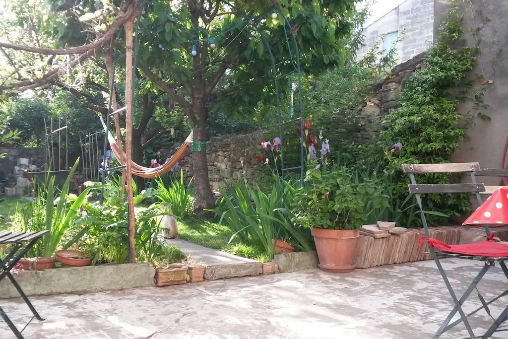Uzes room with garden view