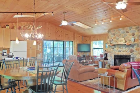 Quiet cabin in Lost River, beautifully furnished - Cabin