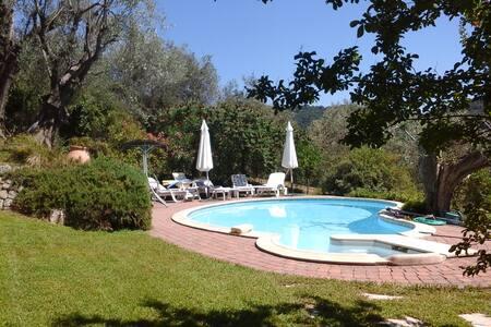 villa provençale avec piscine - Hus