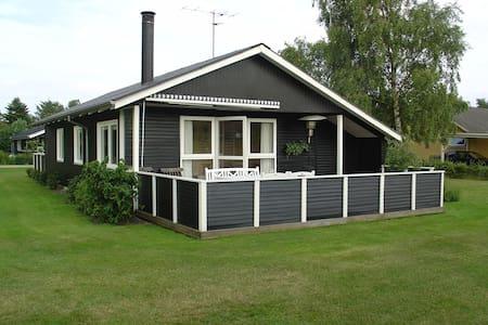 Hyggeligt familievenligt sommerhus - Cottage