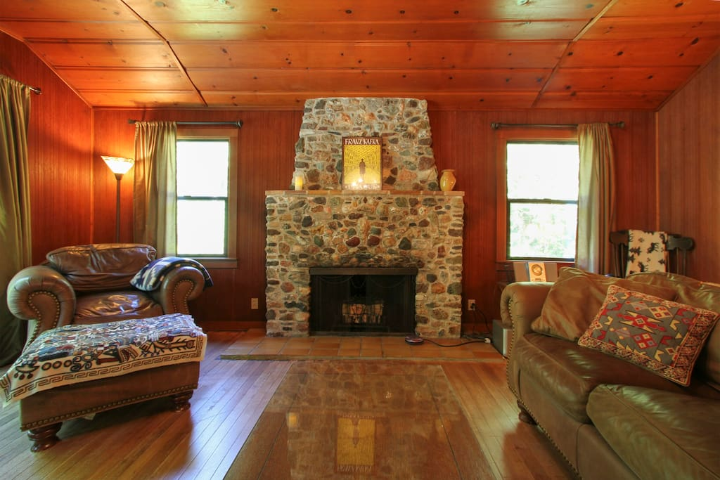 Relax in front of the fireplace (decorative only)!