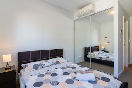 Private ensuite bed next to Airport - Wolli Creek - Apartment