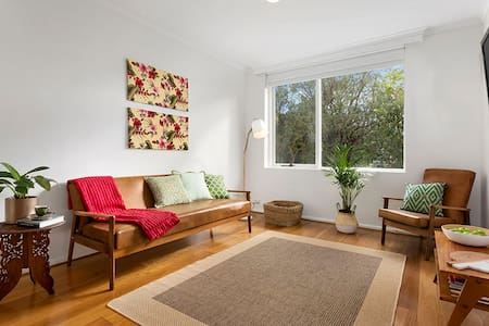 Light Filled Seventies Retro Flat - Northcote