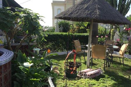 Idyllic house with splendid garden - Huis