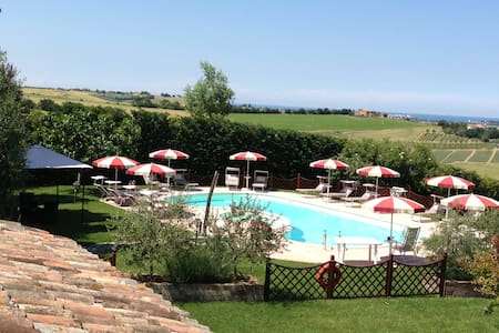 Agriturismo con piscina a 7 km mare - Lejlighed