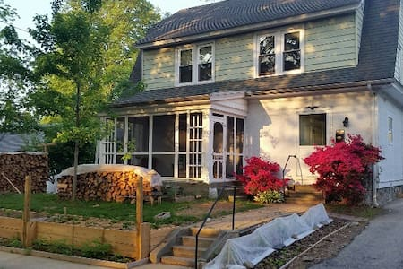 Sunny Room with Organic Garden - Ház