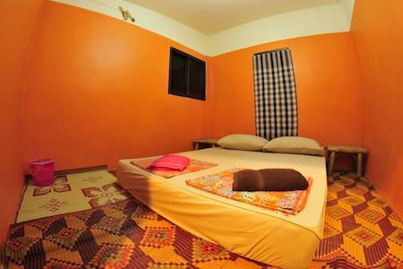 Double room, shared bathroom N3 - Dům
