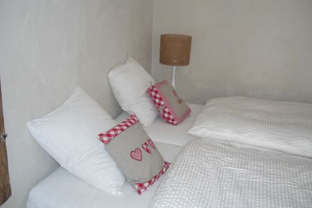 White Double room in Cully Village - Villa