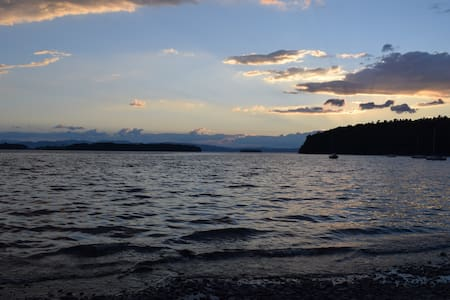 Lake Champlain Shoreline & Minutes to Downtown - House