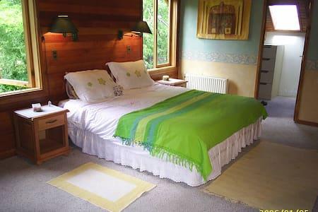 Preciosa Casa con Rio, 2 familias, 2 suites, hydro - Pucon - House