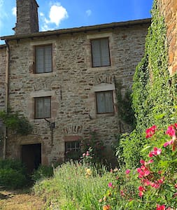 Maison Calmont Aveyron, 20 minutes south of Rodez - Hus