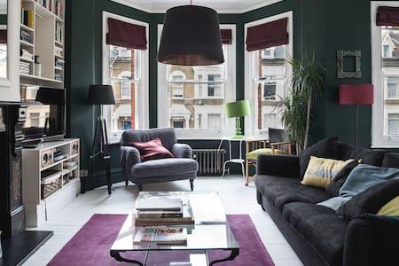 Elegant bedroom in a stylish flat - Apartamento