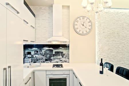 LUXUS Apartment City Centre !