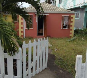 Charming 2BR cottage in Ocho Rios.