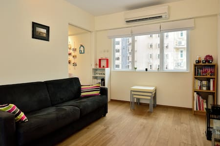 Modern flat near the trendy neighbourhood of Sai Ying Pun with an open view, comfortable renovated, fully equipied like at home. 2 min walking from the MTR. Very convenient area  close to shop, bar and restaurant.