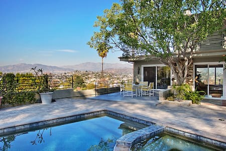 Private Pool House with Amazing Views! - Los Angeles - House