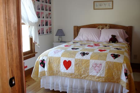 Chocolate Chip B&B/St. Germain Room - Lamoine