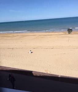 T2 bord de plage avec grande loggia - Courseulles-sur-Mer - Apartament