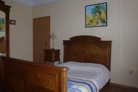 bedroom with private bathroom - Dudelange - Bed & Breakfast