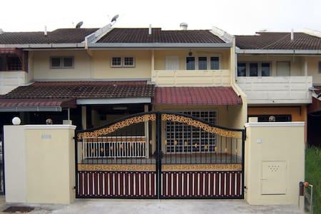 Homestay Noor's Bangi - Ház