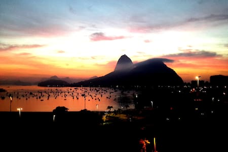 """This cozy studio will take you from the start with the fantastic view to the Sugar Loaf and Botafogo Bay but also feel a true """"carioca"""" neighborhood - markets, bars, restaurants - even a mall on the corner - and transportation for anywhere in Rio"""