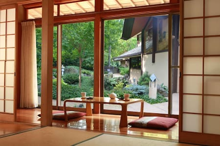 Trad/Mod Japanese Home with Onsen  - Hus