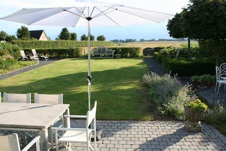 B&B Villa Hosta -Wyler bij Nijmegen - Kranenburg Wyler
