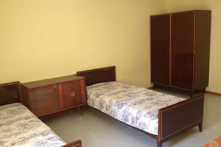Cheap bed(room) next to metro